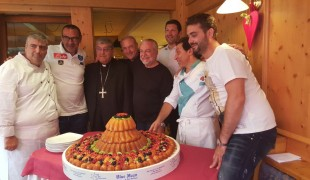 mimì e d'angelo a dimaro foto torta bluemoon con presidente cardinale mister